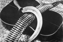 Tina Modotti, Chitarra, falce e cartucciera, 1927