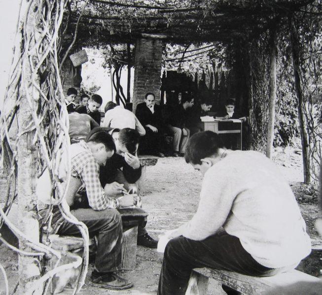 Oliviero Toscani. Sulla fotografia sovversiva della bellezza Don Milani, la scuola di Barbiana e la rivoluzione della gioia nel '68